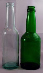 blanke- eller grønnfargede ølflasker